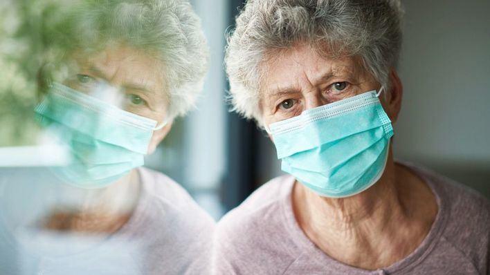 Los mayores de 60 años sufrieron menos ansiedad, depresión y estrés en el confinamiento