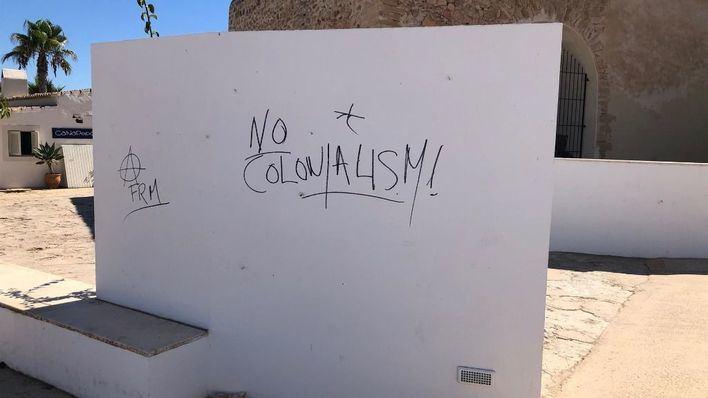 Aparecen ocho pintadas vandálicas en enclaves históricos de Formentera