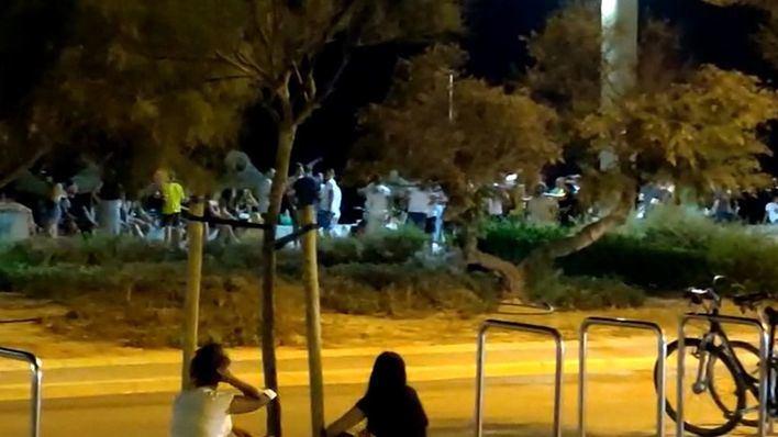 Concentraciones nocturnas de jóvenes sin mascarillas ni distancia en Platja de Palma