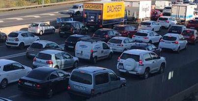 Un camión se sale de la vía y provoca grandes retenciones en la carretera de Valldemossa