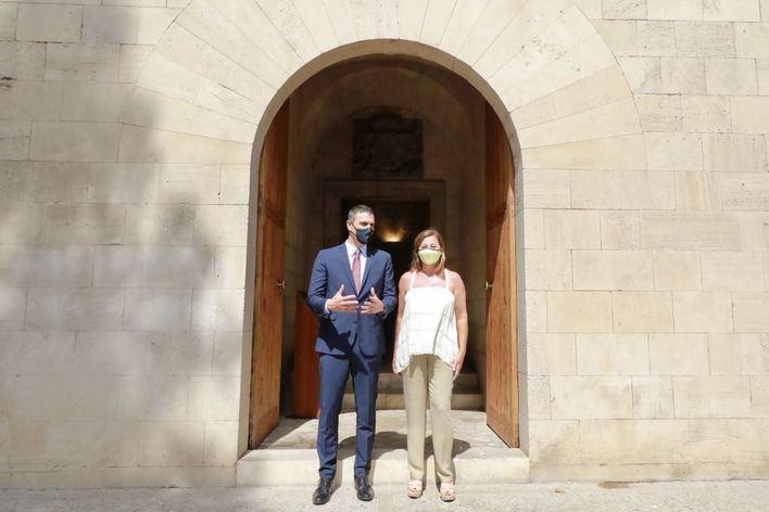 Armengol pide a Sánchez fondos extraordinarios europeos para Baleares