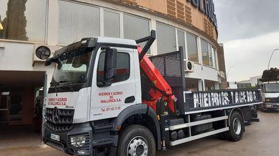 Autovidal entrega un nuevo camión a Hierros y Aceros de Mallorca