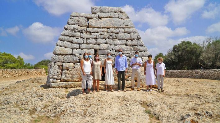 Los Reyes visitan Menorca para apoyar el turismo