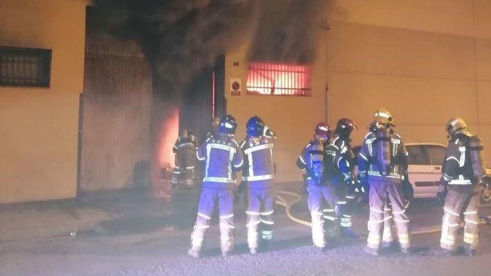 Tres fallecidos en un grave incendio en un edificio en Barcelona