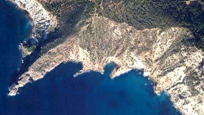 Un británico muere al caer 150 metros por un acantilado en Ibiza