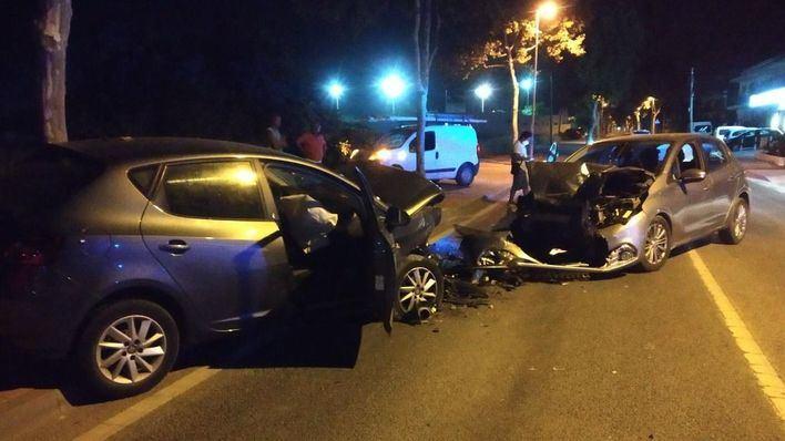 Tres heridos en una colisión frontal entre dos turismos en Ibiza