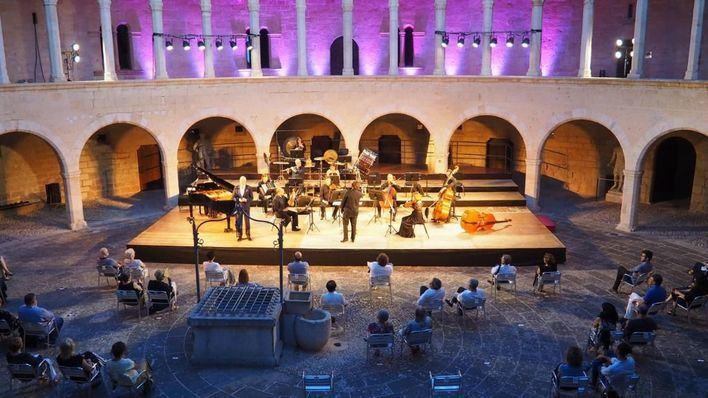 La Simfònica llena Bellver con la música de Bach, Cassadó y Poulenc