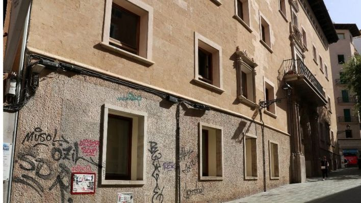 ARCA reclama a Cort la limpieza inmediata de las pintadas vandálicas del Hospital Militar