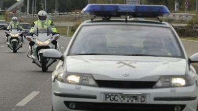 El vuelco de un camión de gran tonelaje bloquea el tráfico en la carretera general de Menorca