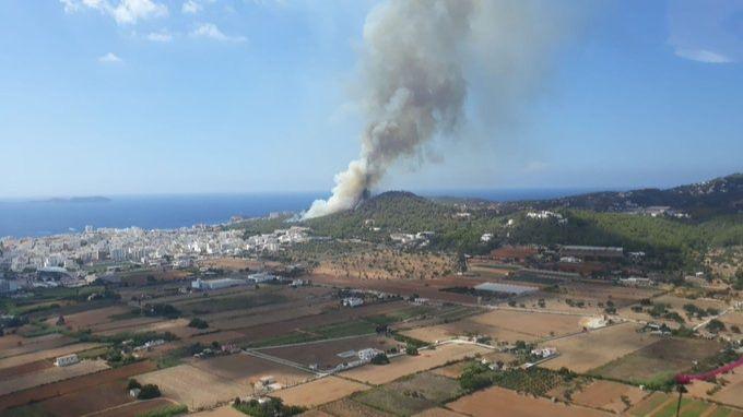 Virulento incendio en Sant Antoni de Portmany