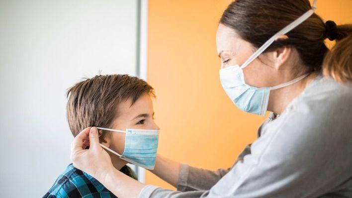 La OMS recomienda que los niños mayores de 12 años usen mascarilla