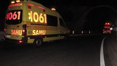 Fallece un conductor al salirse de la vía y chocar contra un árbol en la autopista de Llucmajor