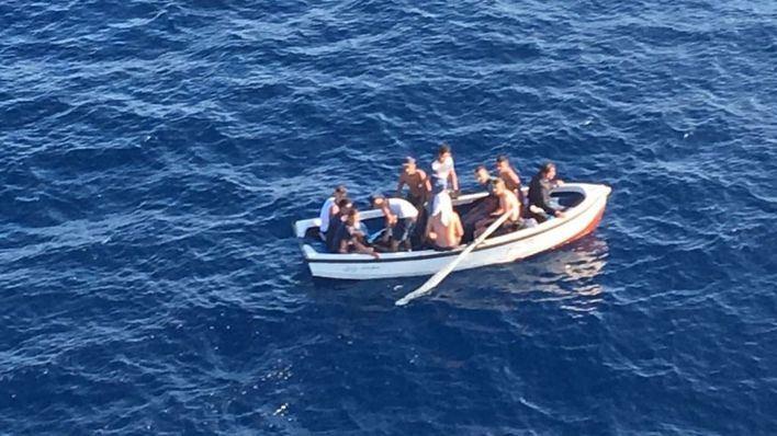 Unos 20 migrantes llegados en patera dejan Manacor para ser trasladados a la Península