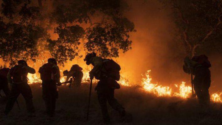 La ola de incendios siembra el caos y el terror en los condados de California