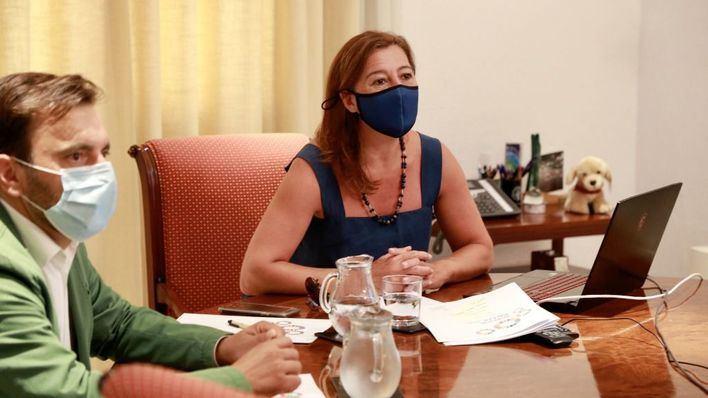 Armengol y los ayuntamientos de Mallorca abordan el control de la pandemia