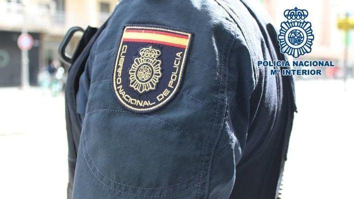 Dos jóvenes roban una lancha neumática en el puerto de Ibiza y son arrestados por la Policía Nacional