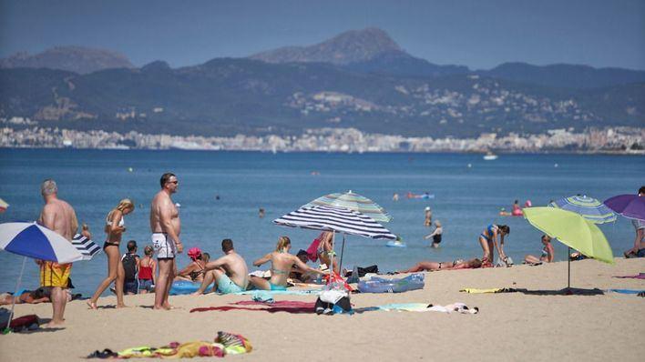 La Policía Local vigila a partir de este viernes que no se acceda a las playas de Palma por la noche