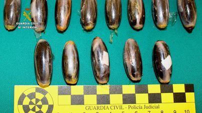 Detenido en el aeropuerto de Menorca con 13 bellotas de hachís en el interior de su organismo