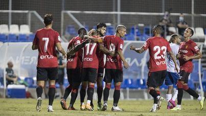 El entrenador del Mallorca, Luis García, ve a sus jugadores