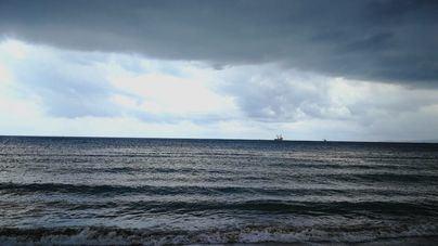 Cielo nublado y chubascos en Mallorca y Menorca