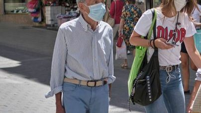 Desalojan de un bar de Ciutadella a 50 personas sin mascarilla