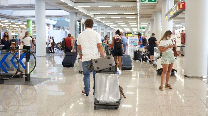 La llegada de turistas extranjeros a Baleares se hunde un 75 por ciento en julio y el gasto se desploma un 78 por ciento