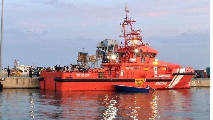 Salvamento Marítimo rescata a 9 personas en Ibiza tras la colisión de una motora