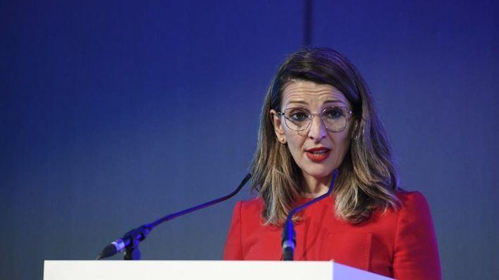 Yolanda Díaz aclara que las bajas retribuidas se extenderán a los padres de niños incluso sin una PCR positiva