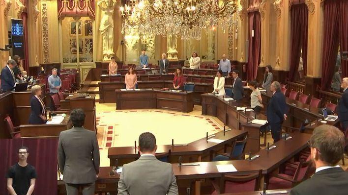 El Parlament mantiene su agenda de actividades y Armengol comparecerá este martes