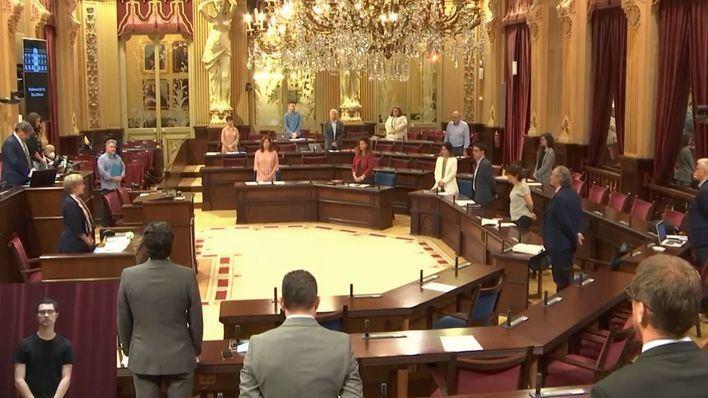El Parlament suspende sus actividades tras los positivos de varios diputados