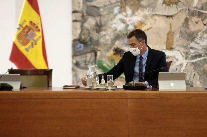 Sánchez tilda de positiva la unión entre CaixaBank y Bankia