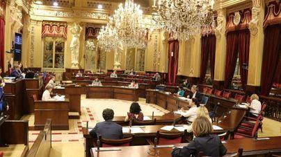 El Parlament realiza pruebas PCR voluntarias a personal, asesores y diputados