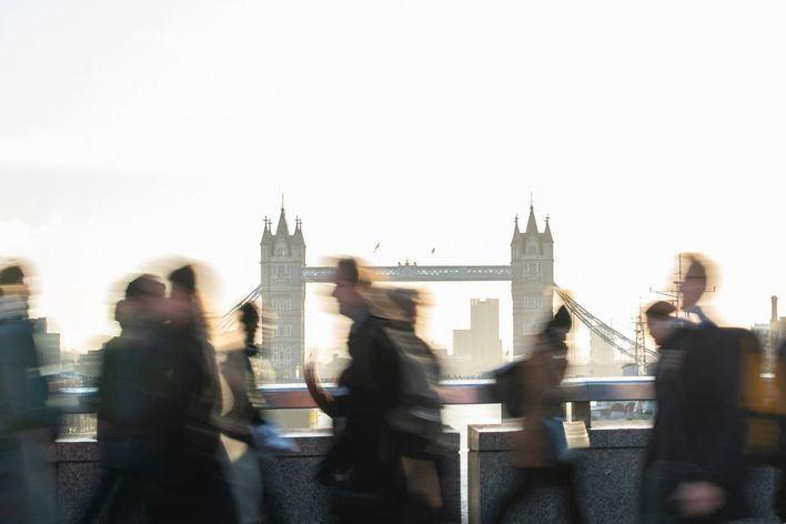 Inglaterra prohibirá las reuniones de más de seis personas a partir del lunes
