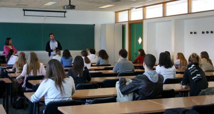 La UOB aplaza la huelga de profesores y pide a Educació que negocie
