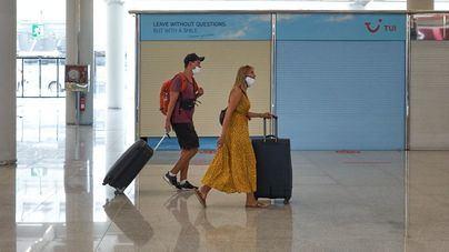 El 53 por ciento de los destinos turísticos mundiales suavizan sus restricciones a los viajes