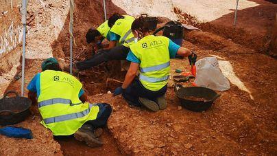 Finaliza la exhumación de la fosa de Bunyola y se inicia la recogida de ADN para identificar los restos