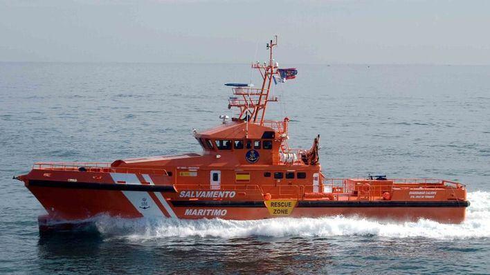 Salvamento Marítimo rescata una embarcación volcada en Cap des Falcó