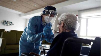 Geriatras aconsejan no confinar a mayores por los efectos para su salud