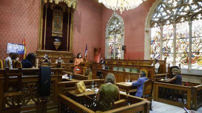 Cladera anuncia una ley específica para la gente mayor en el debate de política general del Consell