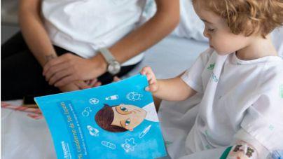 Son Espases reparte cuadernos entre los niños ingresados para que expresen sus emociones
