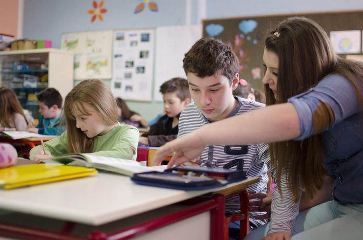 Salut pide a los padres que eviten las aglomeraciones frente a los colegios