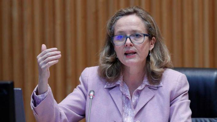 La ministra Calviño defiende centrar los ERTE en empresas necesitadas más que en sectores