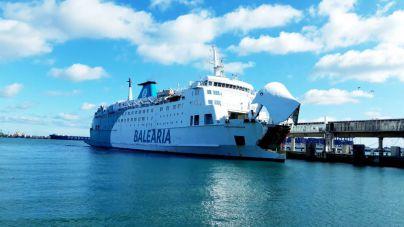 Una avería obliga a Balearia a desembarcar a 250 pasajeros en Formentera