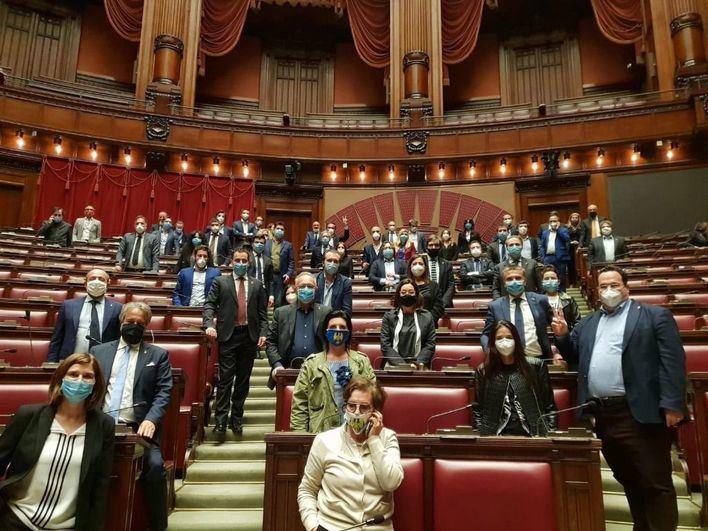 Referéndum en Italia: El 70 por ciento de votantes apoya reducir el número de parlamentarios