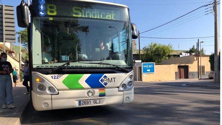 49 autobuses cubren los servicios mínimos a la espera de la reunión de este martes con el alcalde