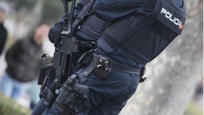 Amenaza en la calle a un viandante con unas tijeras para sustraerle 20 euros