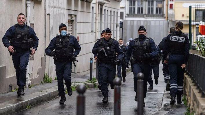 Dos periodistas apuñalados frente a la antigua sede de Charlie Hebdo