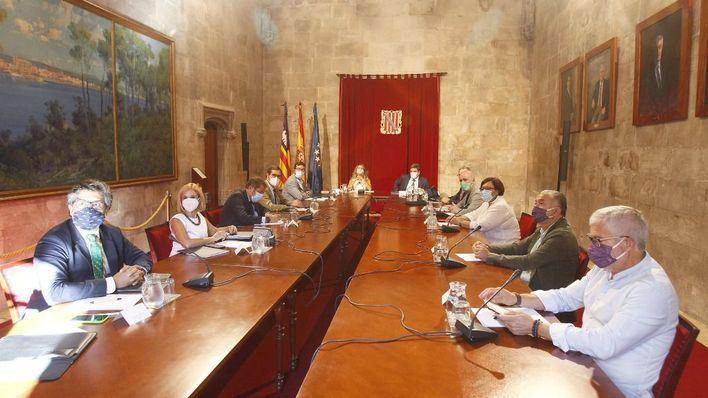 Negociación 'in extremis' de los ERTE: Gobierno y agentes sociales se reúnen para intentar un acuerdo