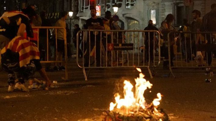 Cinco detenidos durante los altercados en Barcelona tras la inhabilitación de Torra
