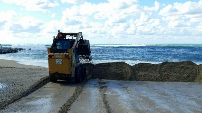 Emaya devuelve a la playa toda la arena acumulada en primera línea por la borrasca Álex
